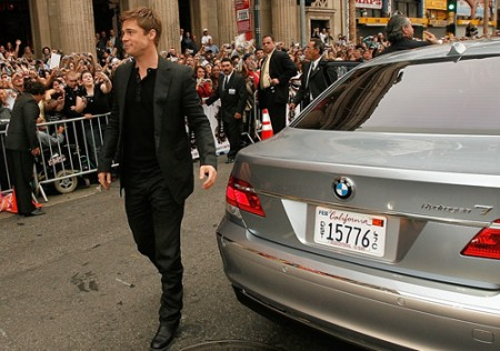 Brad Pitt em sua BMW Hydrogen 7